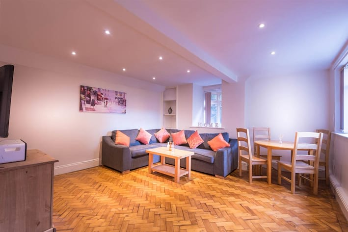 12A Tapton House Road Living Room-1.jpg